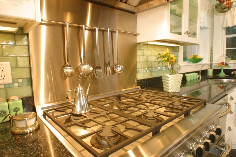 Innovative design ideas include integrated utensil storage in the range backsplash.