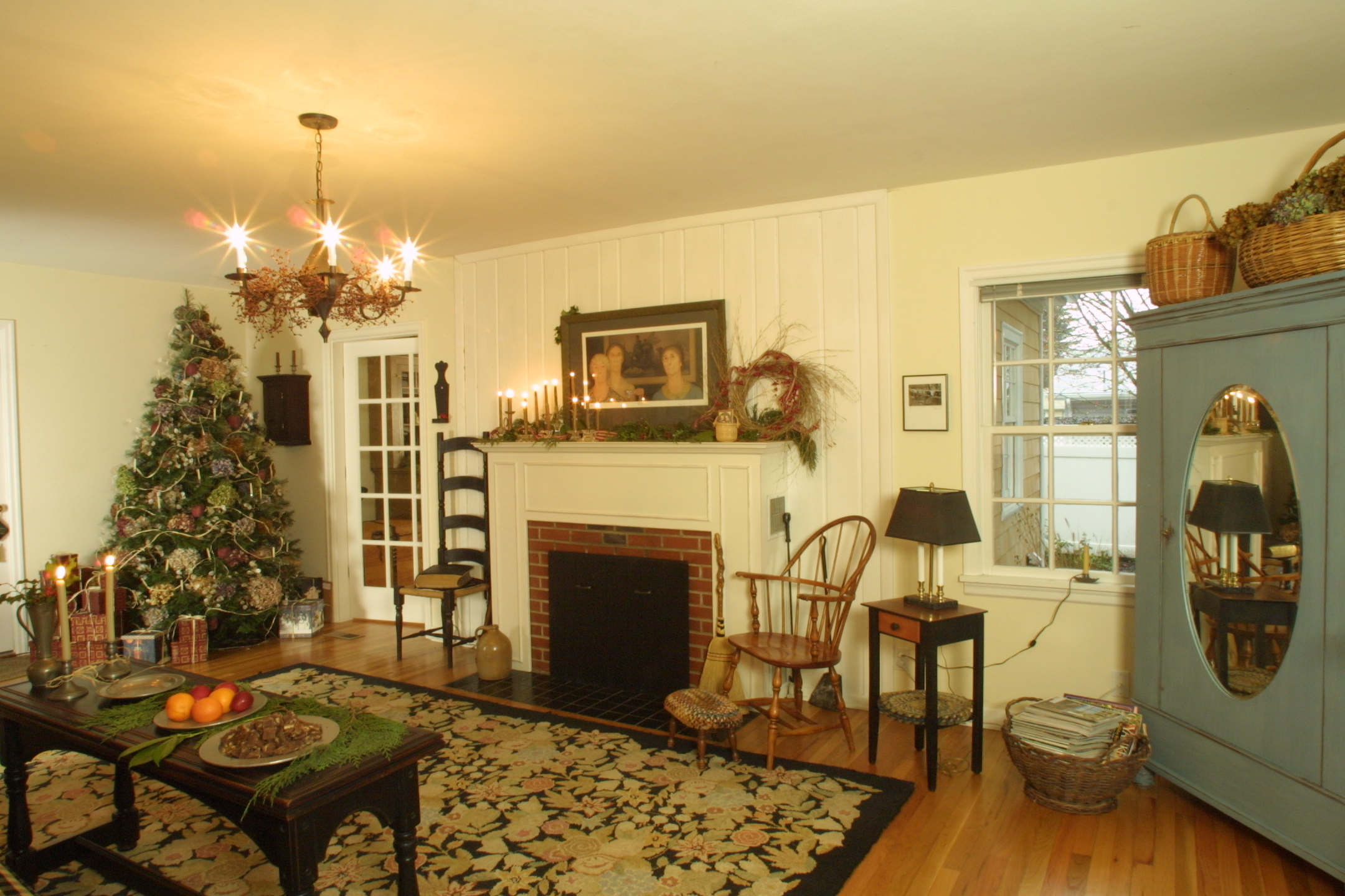 Living room of Cape Cod home in Corvallis, OR