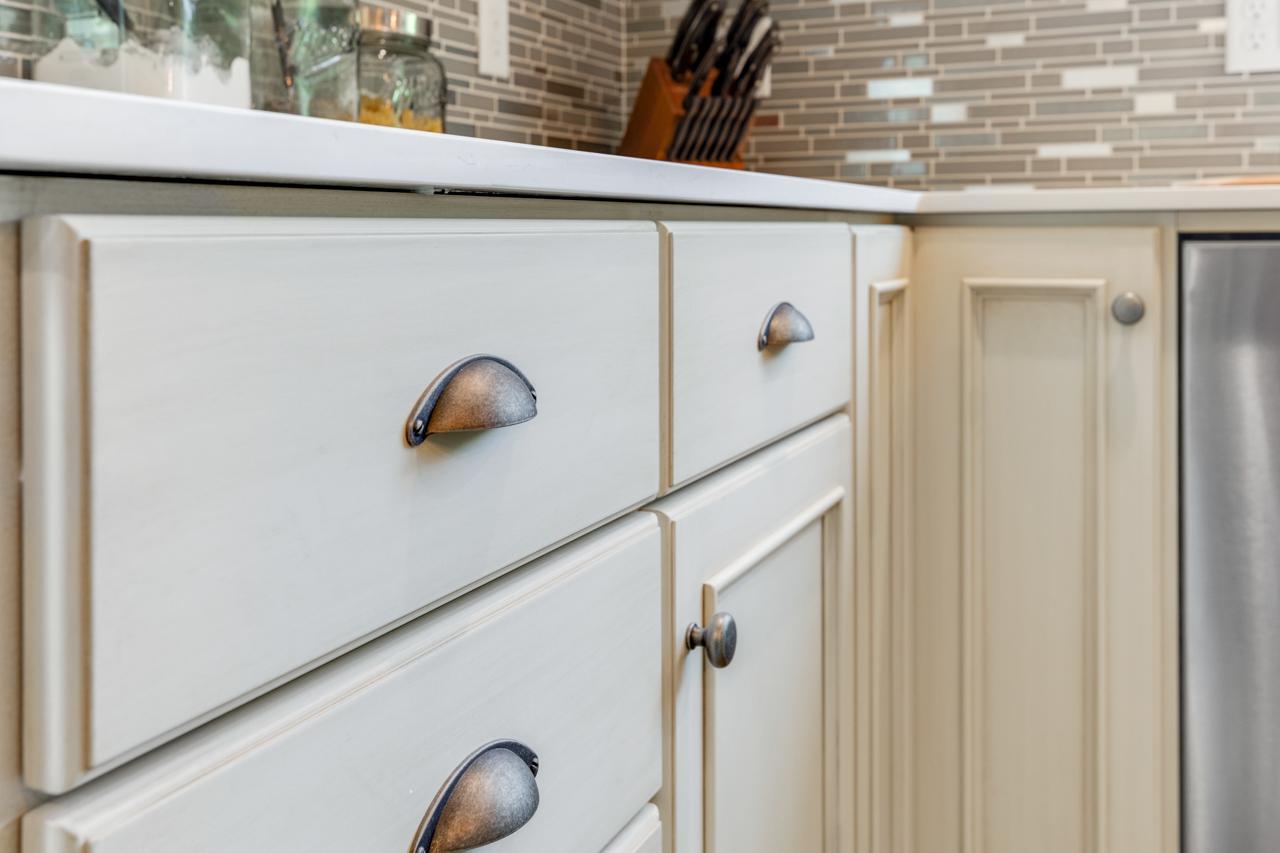 Cabinet hardware detail