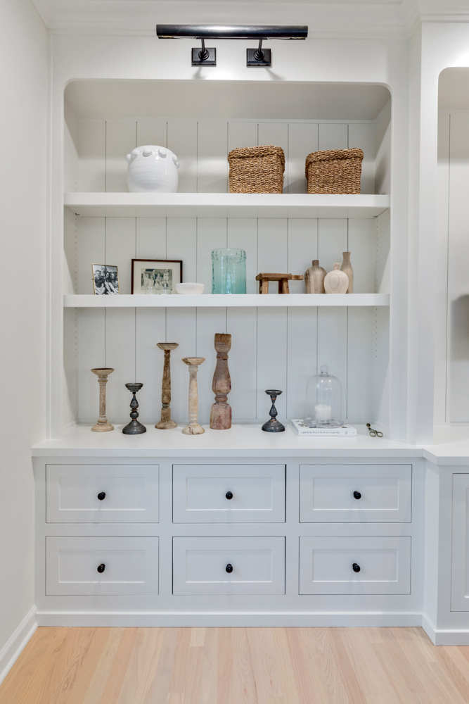 White display cabinet with shelves
